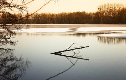 Lód załamał się pod chłopcem