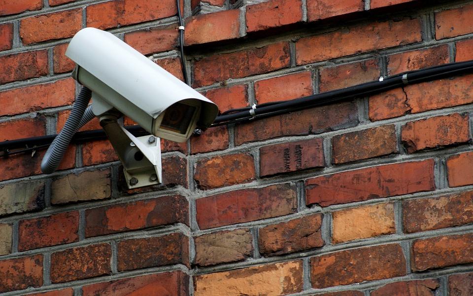 Poszukiwani sprawcy kradzieży pokryw zabezpieczających