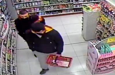 Rozpoznajesz ich? Łącznie ukradli perfumy za prawie 2000 zł